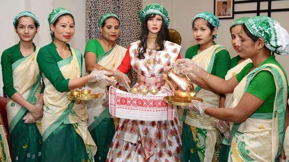 Palki, la camarera androide que sirve comida en la India