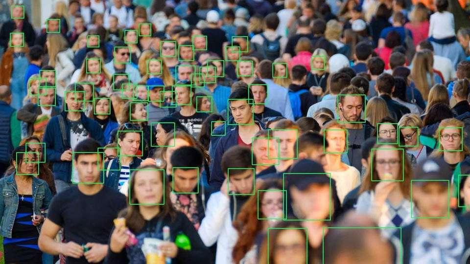 La tecnología ahora permite hacer reconocimiento facial masivo