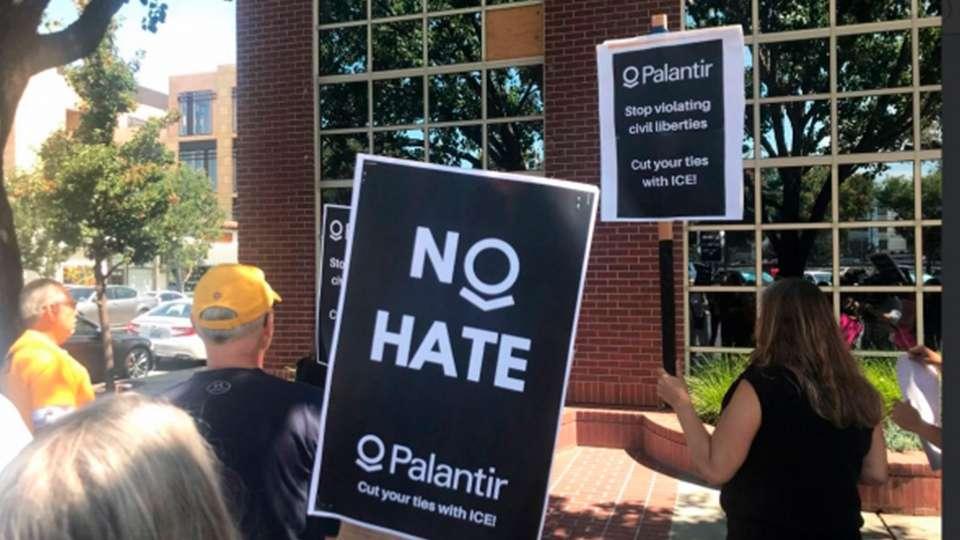 Palantir criticada por colectivos antirracistas
